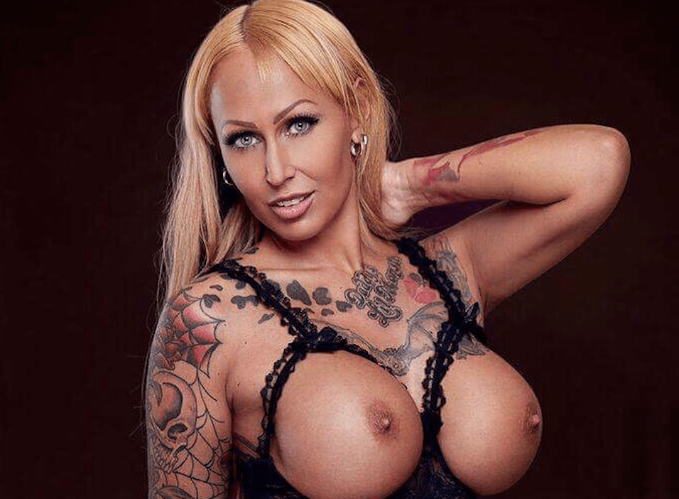 Stripshow Sandie Fox